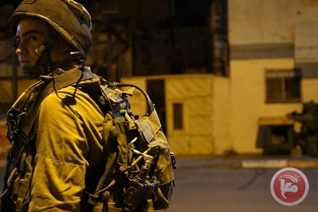 Detaining 11 Palestijnen