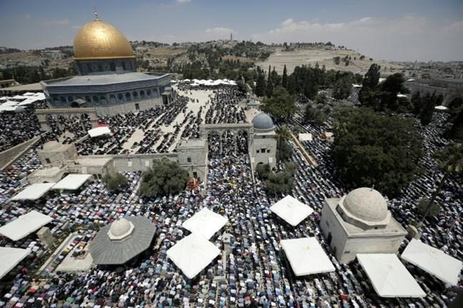 Praying near al-Aqsa Mosque