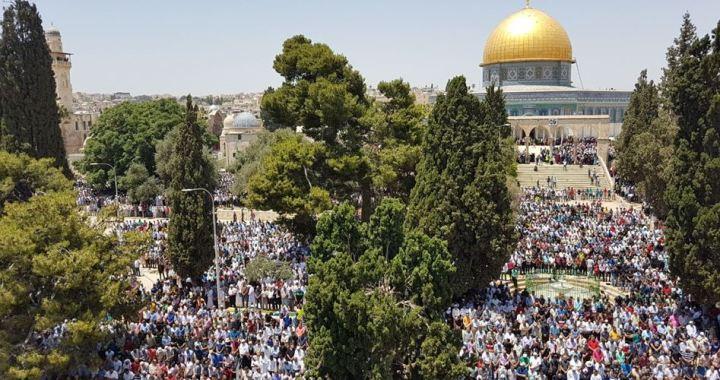 Palestinian worshipers Friday prayer
