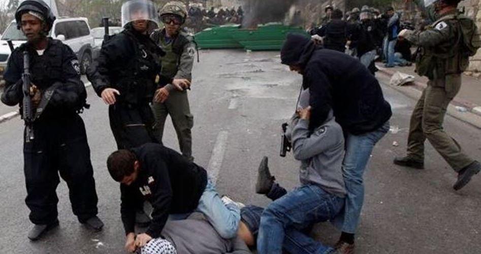 Undercover arrests Palestinians