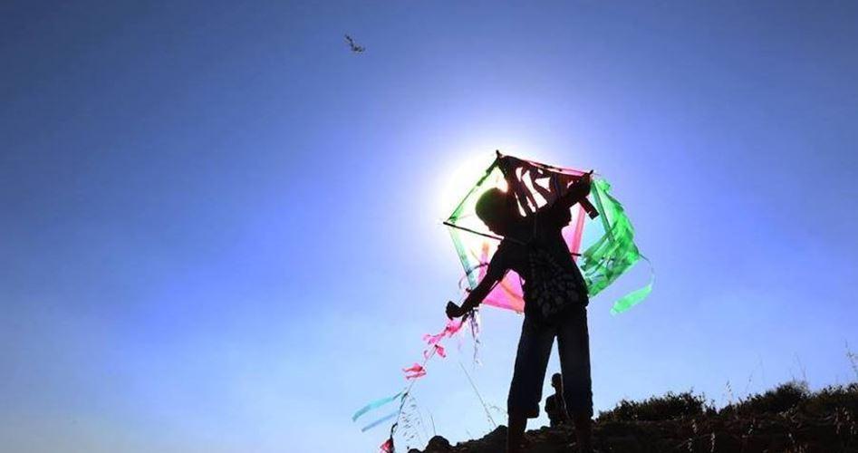 Gazans fly kites