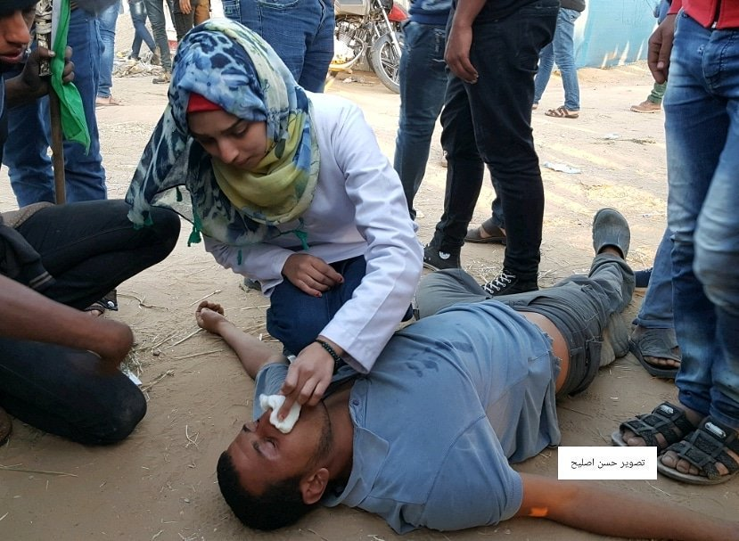 Razan al-Najjar helping injured man